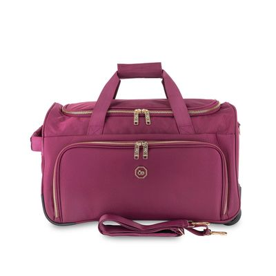 Duffle Bag con Ruedas Detalles Metalicos en Color Tinto