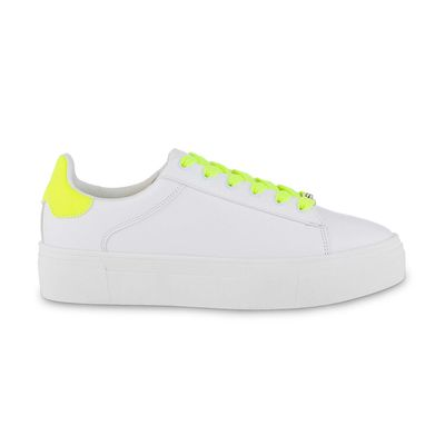 Tenis con Plataforma y Agujeta en Contraste en Color Blanco
