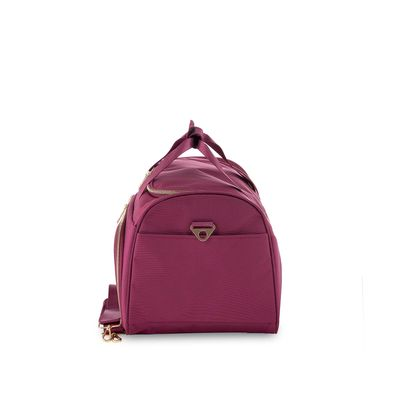 Duffle Bag Detalles Metalicos en Color Tinto