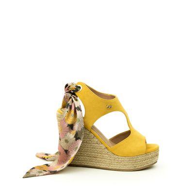 Sandalia Plataforma en Suede y Moño en Talón en Color Amarillo